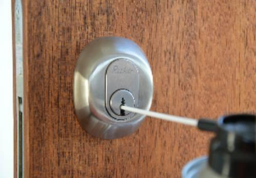 skift lås i dør